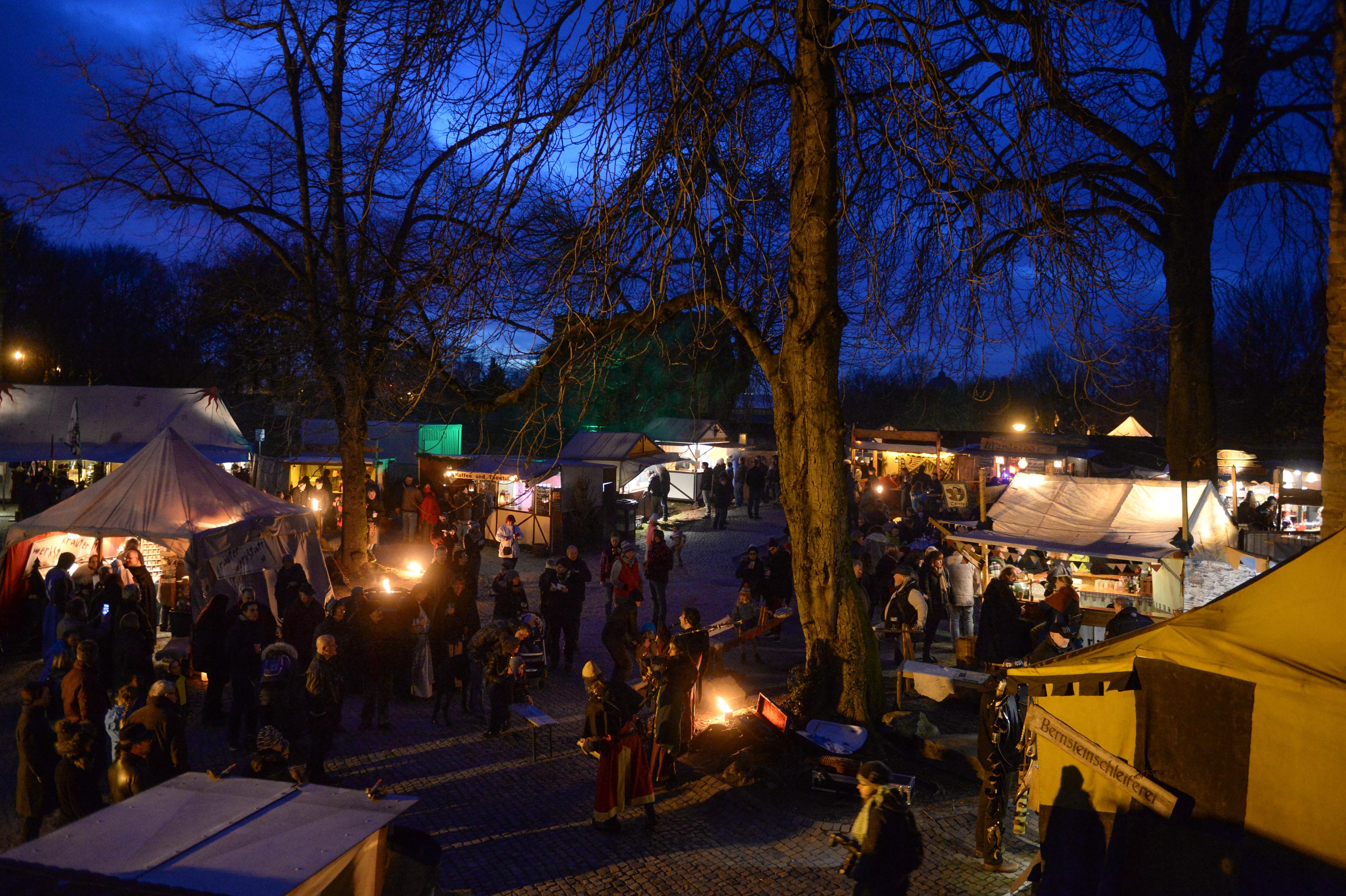 Broicher Schlossweihnacht 2015 - Drei stimmungsvolle Adventswochenenden auf Schloß Broich