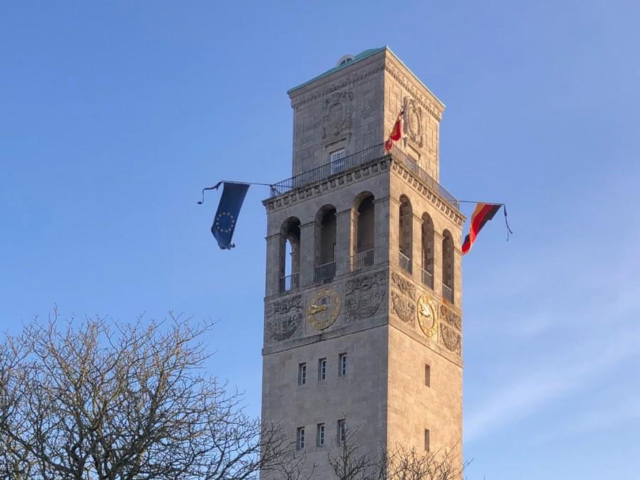 3. Rathausturm, Beflaggung, Trauerbeflaggung, Flaggen. - Volker Wiebels