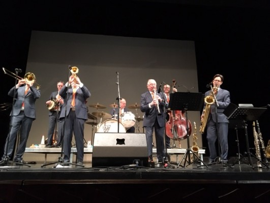 Der Mülheimer Jazzclub veranstaltete zum dritten Mal sein außergewöhnliches Jazzprojekt Jazz at the College in der Mülheimer Stadthalle - Die Dutch Swing College Band begeisterte mit ihrem Konzert