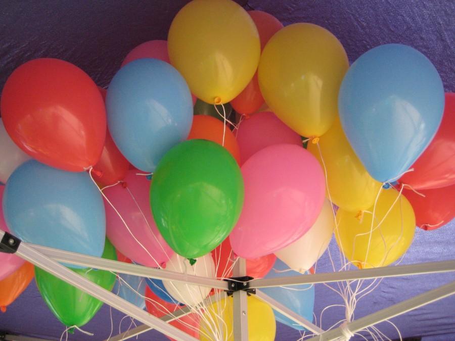 Viele Ballons, wie hier auf dem Spielplatzfest Luisental am 11. Mai 2017, machen den Kindern Spaß - Elfriede Majer