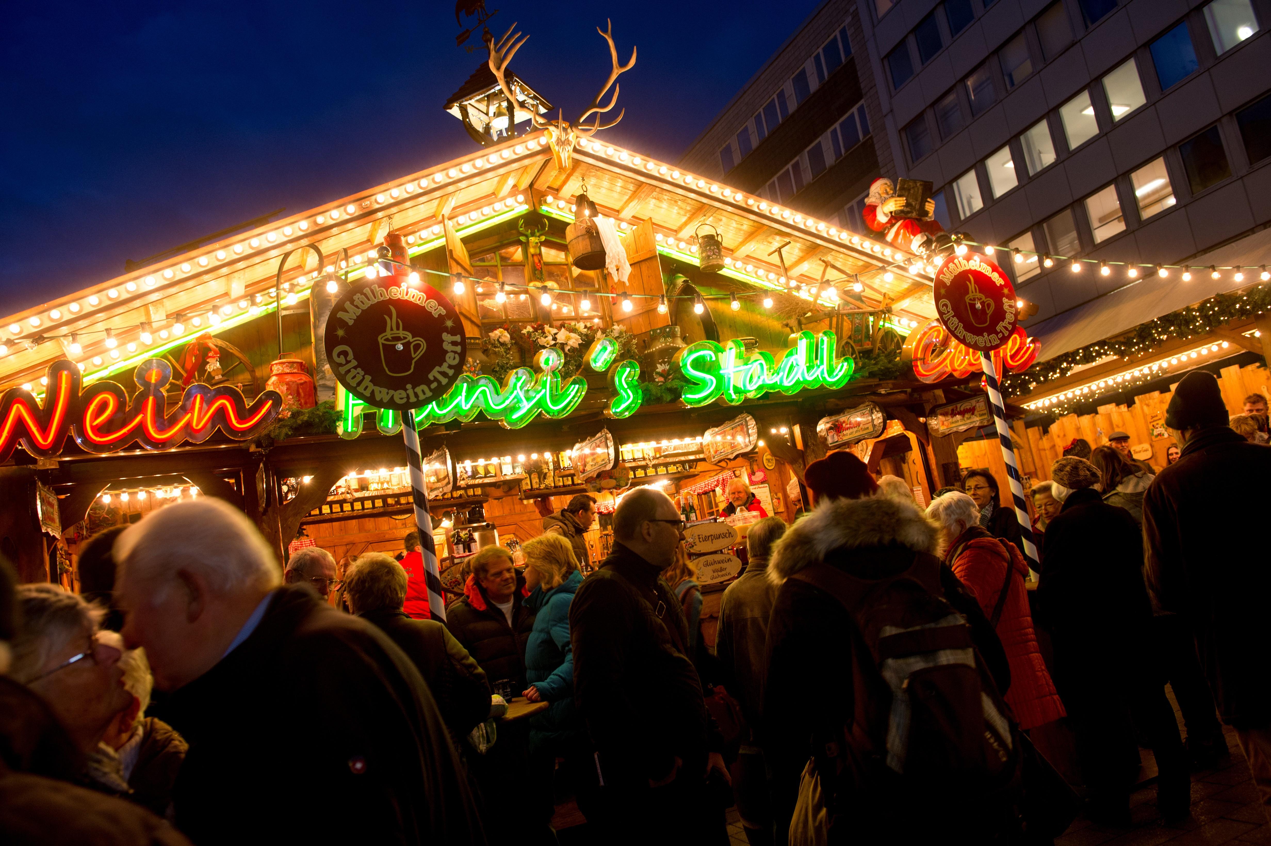 Weihnachts-Treff 2015 - Tag der Eröffnung, 23. November 2015 - am Synagogenplatz in der Innenstadt