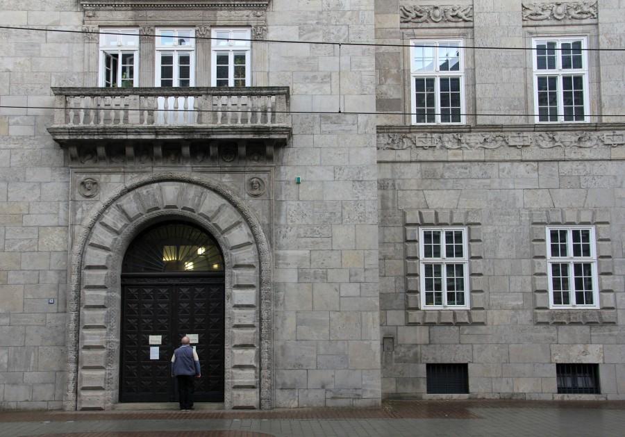 Eingang zum Historischen Rathaus an der Friedrich-Ebert-Straße - Sabine Meier