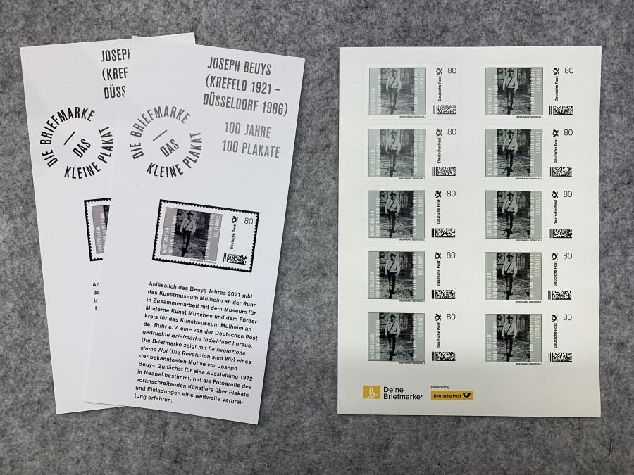 Briefmarke Individuell Joseph Beuys: La rivoluzione siamo Noi, 1972 Kunstmuseum Mülheim an der Ruhr, Coyright Joseph Beuys Estate / VG Bild-Kunst Bonn, 2021 - Briefmarke Individuell Joseph Beuys: La rivoluzione siamo Noi, 1972 Kunstmuseum Mülheim an der Ruhr, Copyright Joseph Beuys Estate / VG Bild-Kunst Bonn, 2021