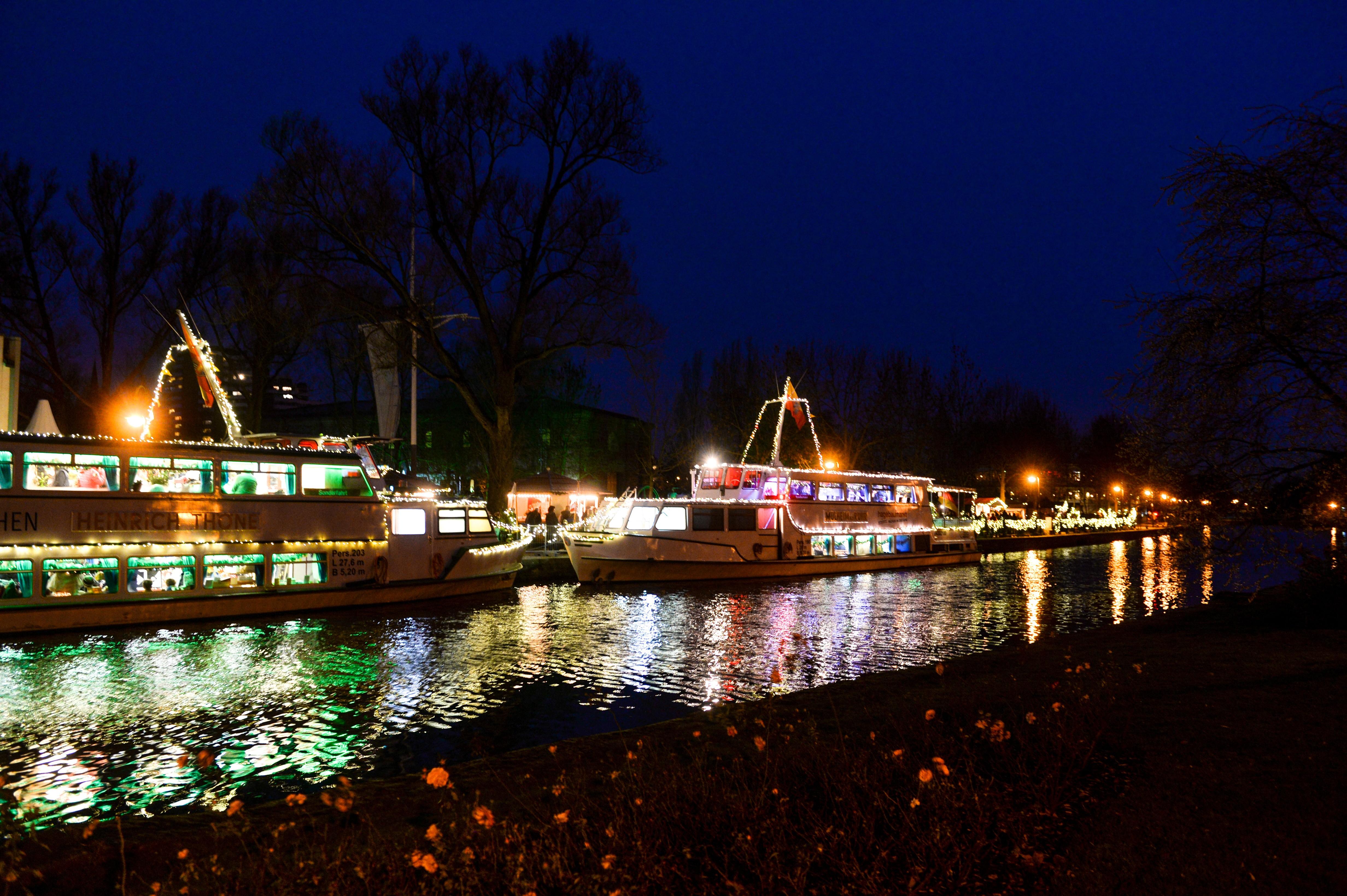 Mülheimer Schiffsweihnacht 2015 - Die Schiffe der Weißen Flotte in Weihnachtsstimmung