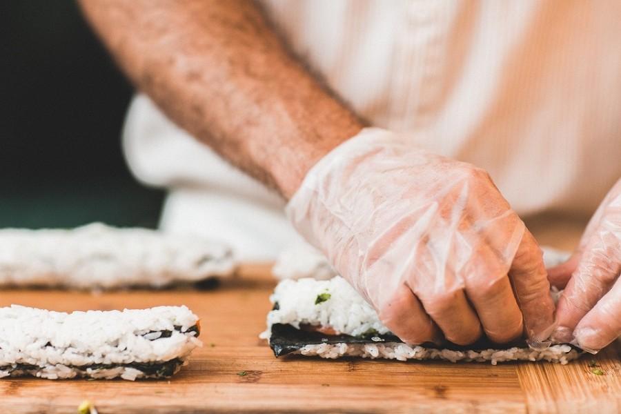 Kochen in der Gastronomie. Lebensmittelüberwachung durch Überprüfungen und Betriebskontrollen. - Pixabay